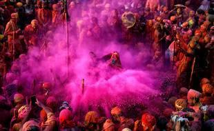 Célébration du festival Holi à Mathura, en Inde, le 24 mars 2021.