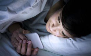 Évitez de regarder votre smartphone avant de vous endormir.