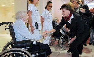 """Les suicides de personnes âgées, que le gouvernement espère endiguer, sont trop souvent """"banalisés"""" alors qu'ils constituent un problème de santé publique et pourraient dans de nombreux cas être évités grâce à la prévention, estiment des professionnels."""