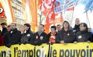 Les syndicats ont décidé lundi de temporiser après le succès de la journée d'action du 29 janvier, laissant toutefois planer la menace de nouvelles initiatives si le président Nicolas Sarkozy continue d'ignorer leurs revendications lors de sa prestation télévisée jeudi.