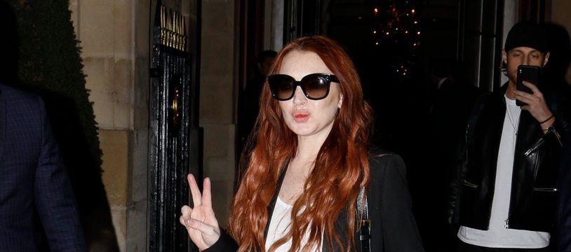 L'actrice et chanteuse Lindsay Lohan à la sortie du Crillon à Paris l'année dernière