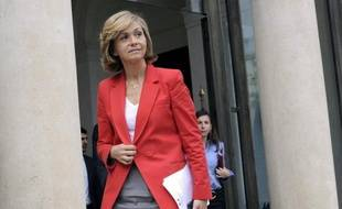 French Higher Education Minister Valerie Pecresse leaves the Elysee presidential palace on May 9, 2012 in Paris, at the end of the last weekly cabinet meeting of France's president Nicolas Sarkozy's government. AFP PHOTO / BERTRAND GUAY