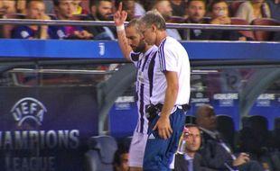 Higuain fait un doigt d'honneur au public du Camp Nou.