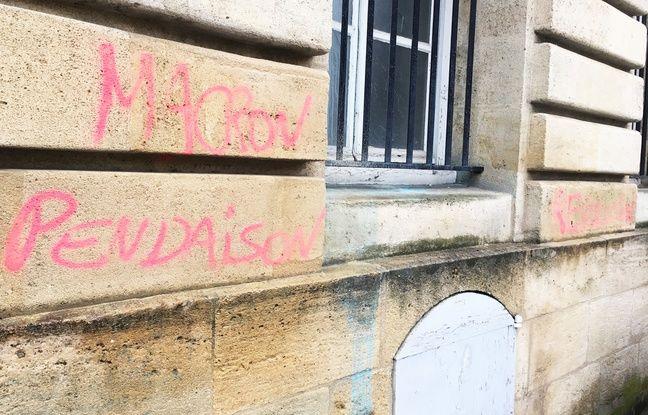 On trouvait encore quelques tags dimanche matin sur la place Pey-Berland à Bordeaux