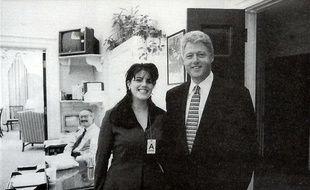 Monica Lewinsky et Bill Clinton sur une photographie officielle de la Maison Blanche datée du 17 novembre 1995.