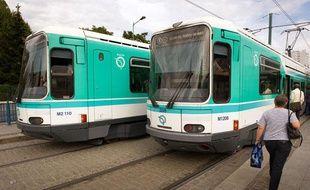 Tramway T1 Arret Cosmonautes.Saint-Denis, le 1 septembre 2011.