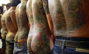 Des modèles montrent leurs tatouages au salon international du tatouage à Taïwan, le 30 juillet 2010.