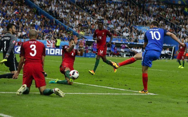 Gignac et la frappe qui aurait pu tout changer, le 10 juillet 2016 au Stade de France.