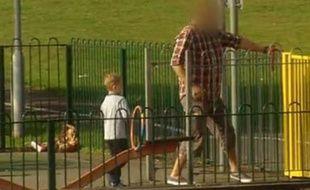 Capture d'écran d'une émission de la chaîne britannique ITV diffusée le 4 septembre 2013 montrant un faux kidnapping à Londres.