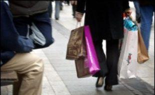 """Plusieurs petites associations militant contre les dérives de la consommation vont organiser samedi dans une dizaine de villes françaises une """"journée sans achat""""."""