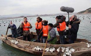 Guy Lagache et son équipe lors du tournage de «Capital Terre» dans la région de Shandong, en Chine.
