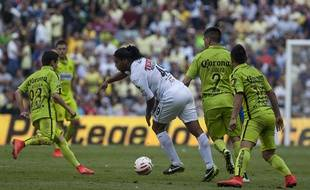 America's Francisco Rivera, left, Paolo Goltz, second right, and Oswaldo Martinez, team up against Queretaro's Ronaldinho, during a Mexican soccer league match in Mexico City, Saturday, April 18, 2015. (AP Photo/Christian Palma)/MXCP116/334098282168/1504190208