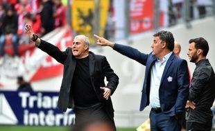 Alain Casanova, l'entraîneur du TFC, et son homologue de Lille Christophe Galtier, le 21 avril 2019 au Stadium de Toulouse.