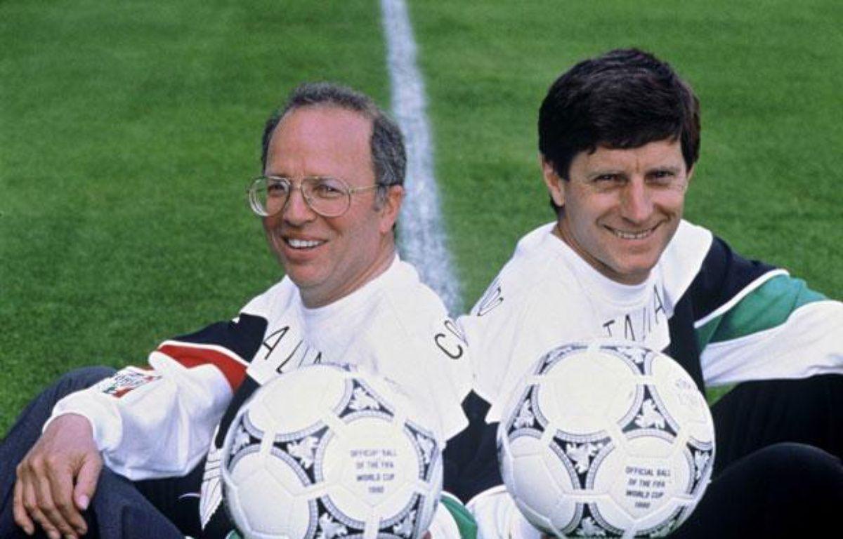 Thierry Roland et Jean-Michel Larqué, lors de la Coupe du Monde 1990 en Italie. – RUTMAN/TF1/SIPA