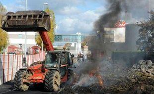 Cinq des neuf abattoirs du groupe Bigard-Socopa avaient été débloqués jeudi à la mi-journée par les éleveurs bovins et les autres devaient suivre dans l'après-midi mais la situation restait incertaine sur le site d'Egletons (Corrèze), selon la Fédération nationale bovine.