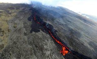 Le Piton de la fournaise en éruption, le 19 mai 2015 sur l'ïle de La Réunion dans l'océan indien