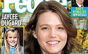 """Photographie de la une du magazine """"People"""" du 16 octobre 2009, où Jaycee Lee Dugard pose, 18 ans après son enlèvement."""