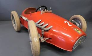 Voiture à pédales Ferrari mise aux enchères jeudi 16 février à Arcachon f5de4717bcc9