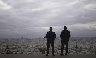 Des policiers à Paris le 30 octobre 2020.