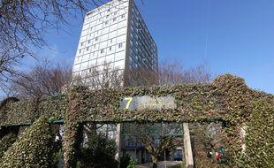 L'immeuble du 7 Mounier dans le quartier Gros Chêne à Rennes. Les tours seront rénovées dans le cadre d'un plan d'urbanisme.