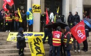 Les salariés de La Poste sont en grève depuis une dizaine de jours.