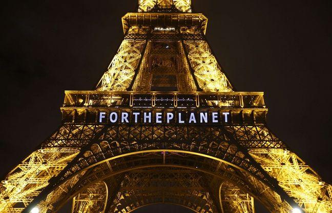 La tour Eiffel illuminée pour la COP21, le 11 décembre 2015.