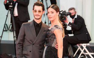 L'acteur Pierre Niney et sa compagne, la comédienne Natasha Andrews
