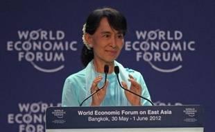 Le développement de la Birmanie passera, avant toute loi, par une profonde réforme de la justice et une réelle indépendance des tribunaux, a estimé vendredi à Bangkok la chef de l'opposition Aung San Suu Kyi, dans un discours au Forum économique mondial pour l'Asie de l'Est.