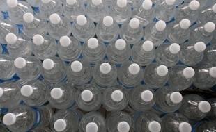Illustration de bouteilles d'eau.