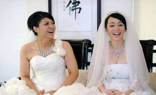 Le mariage de deux femmes célébré par un clerc bouddhiste à Taïwan témoigne d'un changement des perceptions sur l'homosexualité en Asie, où la religion dominante ne fait pas autant obstacle à l'évolution des moeurs qu'en Occident ou dans le monde musulman.