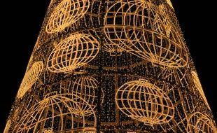 Le sapin de Noël de la place Puerta del Sol, à Madrid, en Espagne, le 12 décembre 2014.