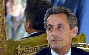 """Le parquet de Bordeaux envisage de requérir un non-lieu concernant Nicolas Sarkozy, mis en examen pour """"abus de faiblesse"""" à l'égard de la milliardaire Liliane Bettencourt, selon un rapport transmis au ministère de la Justice, indique jeudi soir leParisien.fr"""