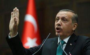 Le gouvernement turc a procédé jeudi à une nouvelle purge dans les rangs de la justice et pourrait faire voter dès la semaine prochaine sa réforme judiciaire contestée, dénoncée par l'opposition comme une tentative d'étouffer l'enquête anticorruption qui l'éclabousse.