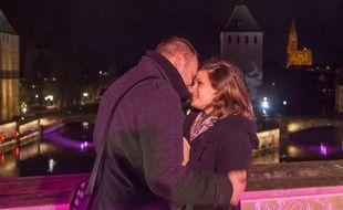 Marc-Philippe fait sa demande en mariage à Caroline sur le Barrage Vauban, à Strasbourg, le 8 février 2014.