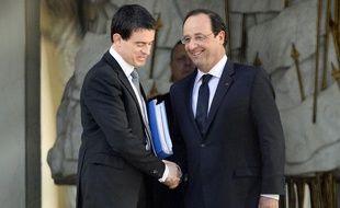 Manuel Valls et François Hollande sur le perron de l'Elysée le 2 avril 2014.