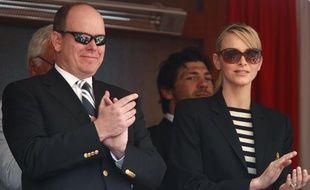 Albert de Monaco et Charlène de Wittsock, qui se marient en juillet prochain, apprécient le tournoi de tennis de Monte Carlo qui oppose Rafael Nadal à David Ferrer, le 17 avril 2011.