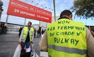 Les salariés de l'usine Peugeot d'Aulnay manifestant devant le Salon de l'Auto à Paris le 29 septembre 2012.
