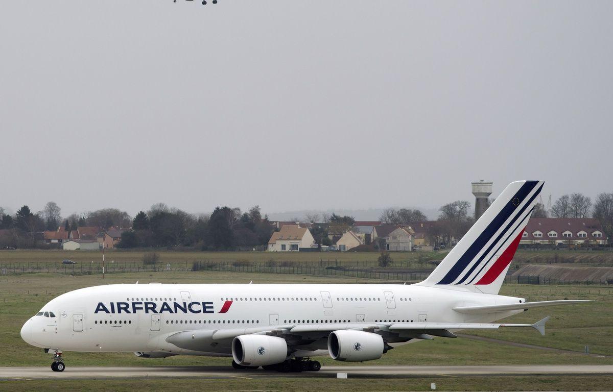 Un A380 de la compagnie Air France au décollage à Roissy Charles-de-Gaulle, le 29 novembre 2015 – M.ASTAR/SIPA