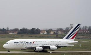 Un A380 de la compagnie Air France au décollage à Roissy Charles-de-Gaulle, le 29 novembre 2015