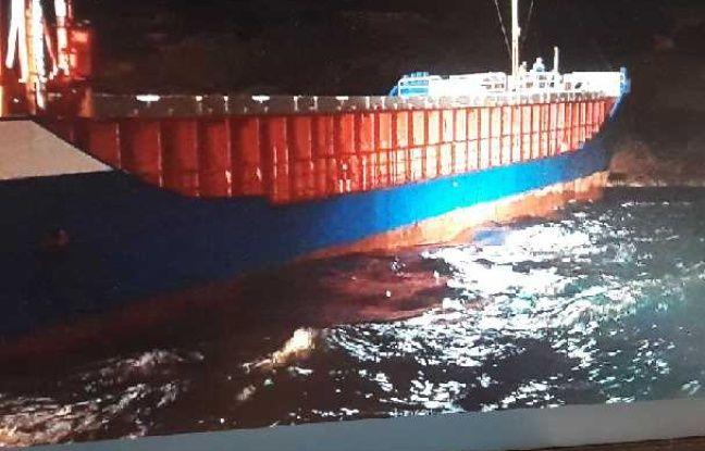 Un cargo s'est échoué dans la réserve naturelle de Bonifacio en Corse