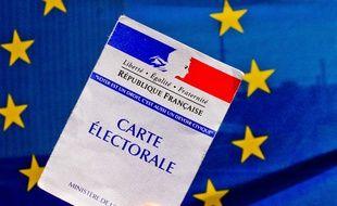 Carte électorale française devant le drapeau européen.