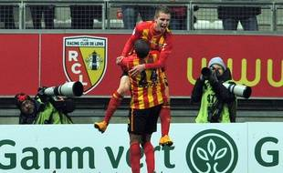 Lens' French midfielder Benjamin Bourigeaud (top) celebrates after scoring during the French L1 football match Lens vs Metz on November 29, 2014 at the Licorne stadium in Amiens. AFP PHOTO / FRANCOIS LO PRESTI