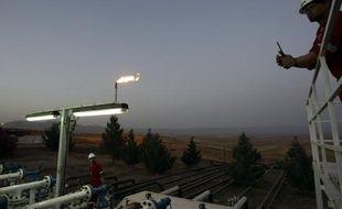 """La Turquie doit cesser de recevoir les exportations """"illégales"""" de pétrole de la région autonome du Kurdistan, car elle risquerait dans le cas contraire """"de mettre en péril"""" les relations entre Ankara et Bagdad, a déclaré dimanche le porte-parole du gouvernement irakien."""