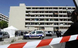 Des policiers sur le lieu d'un règlement de comptes le 24 avril 2014 à Marseille.