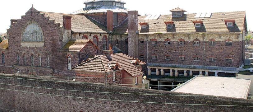 La prison Jacques Cartier, vide depuis le départ des détenus en 2010, est située en coeur de ville à Rennes.