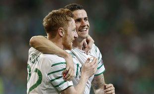 Robbie Brady (à droite) célèbre son but salvateur face à l'Italie