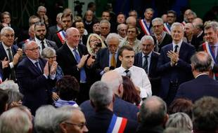 Emmanuel Macron lors de l'épisode 1 du grand débat national