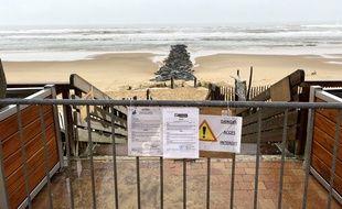 Le maire de Lacanau en Gironde a dû prendre ce lundi 11 novembre un arrêté interdisant l'accès à la plage, depuis que des ballots de cocaïne s'échouent sur la côte Atlantique ces derniers jours.
