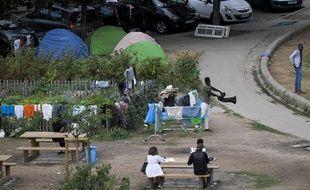 Des migrants du camp du square Daviais, à Nantes