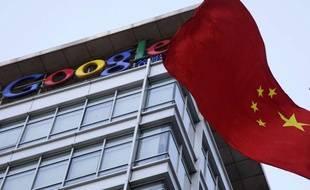 Un drapeau chinois flotte devant le siège de Google à Pékin, en Chine, le 22 janvier 2010.